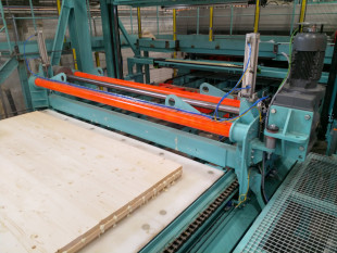 19. Longitudinal CLT panel push off unit with outfeed conveyor