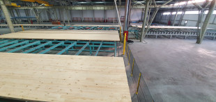 16.	Chain conveyor storage for pressed cross laminated panels
