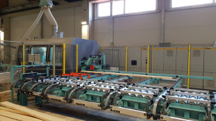 6-pull-of-with-lug-chains-and-alignment-roll-conveyor-infeed-to-fj-eurozink-compact